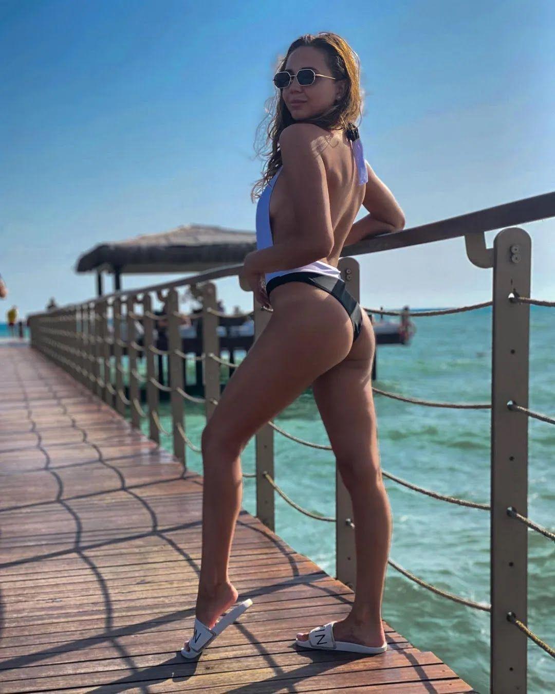 Аліна Шинкаренко хвалиться бездоганною фігурою