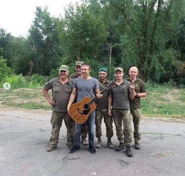 Святослав Вакарчук з військовими