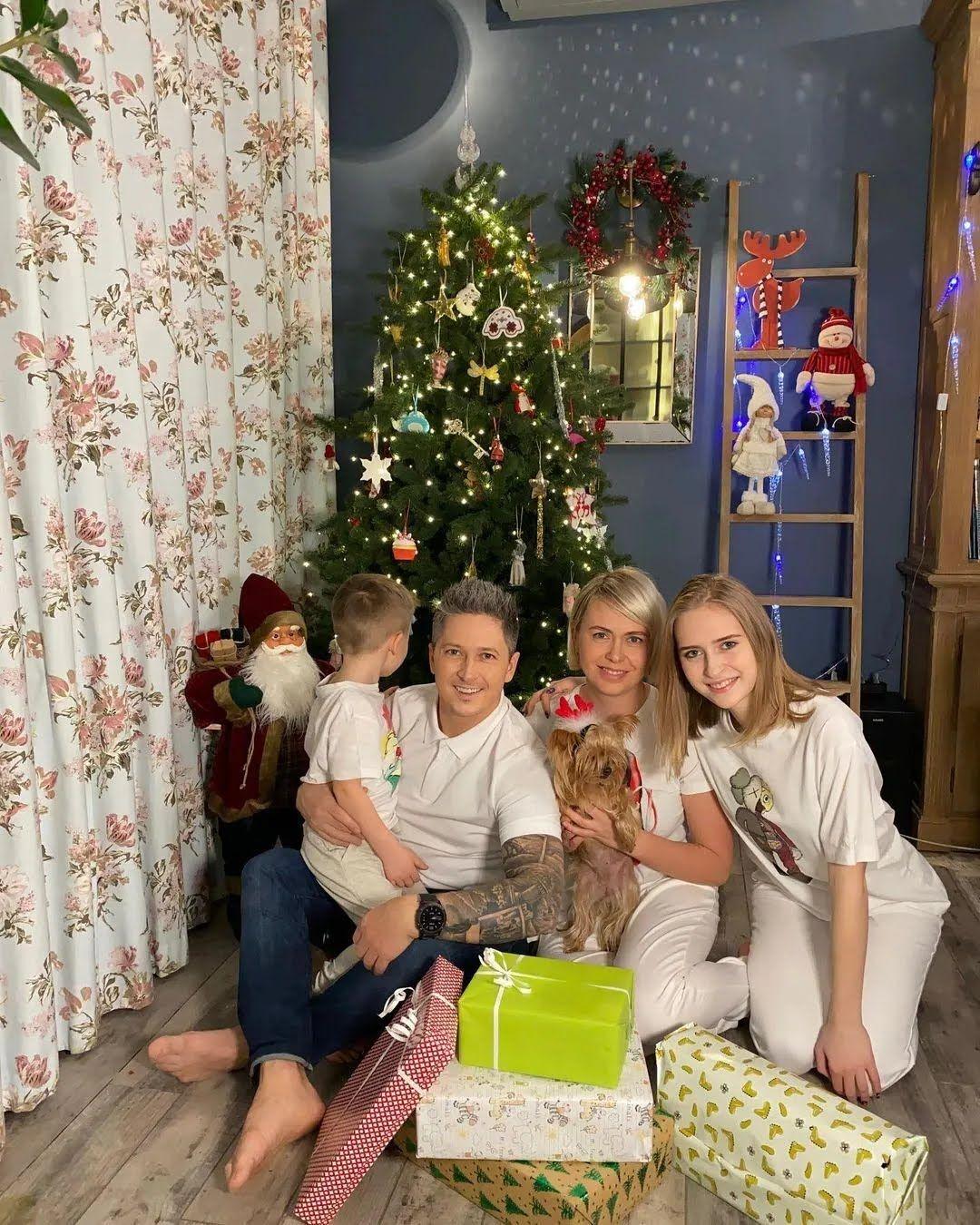 Педан з сім'єю у своїй квартирі в Києві