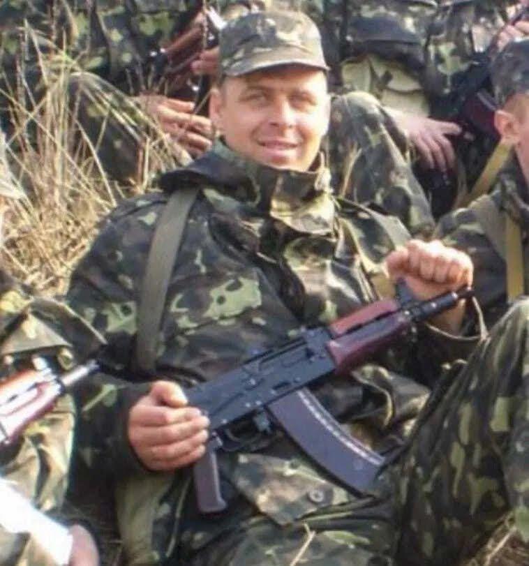 В марте 2014 года отправился добровольцем на фронт