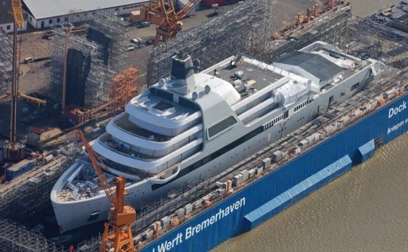 Яхта Романа Абрамовича на этапе завершения строительства.