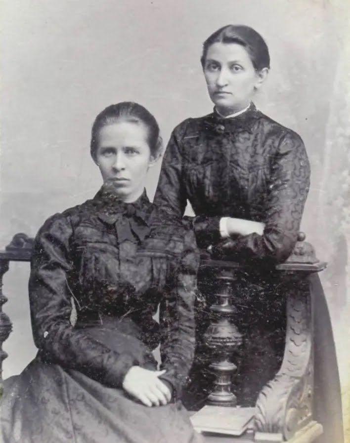 Леся Украинка с Ольгой Кобылянской. Черновцы, май 1901 року.