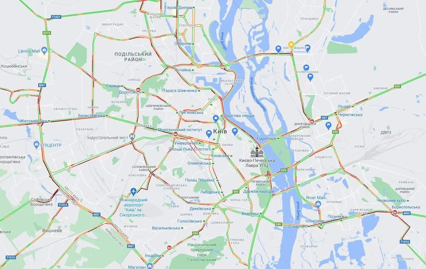 На всех мостах Киева утром образовались пробки.