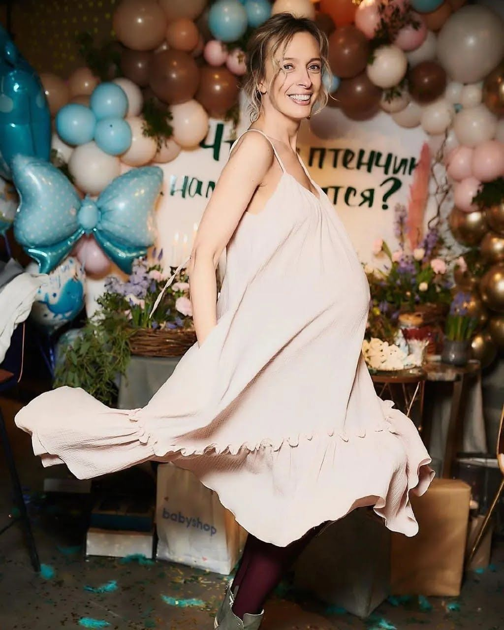 Василиса Фролова в красивом платье.