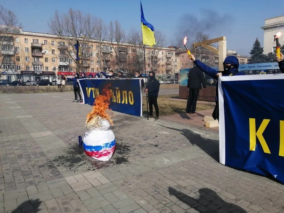 Матрешка с российским флагом