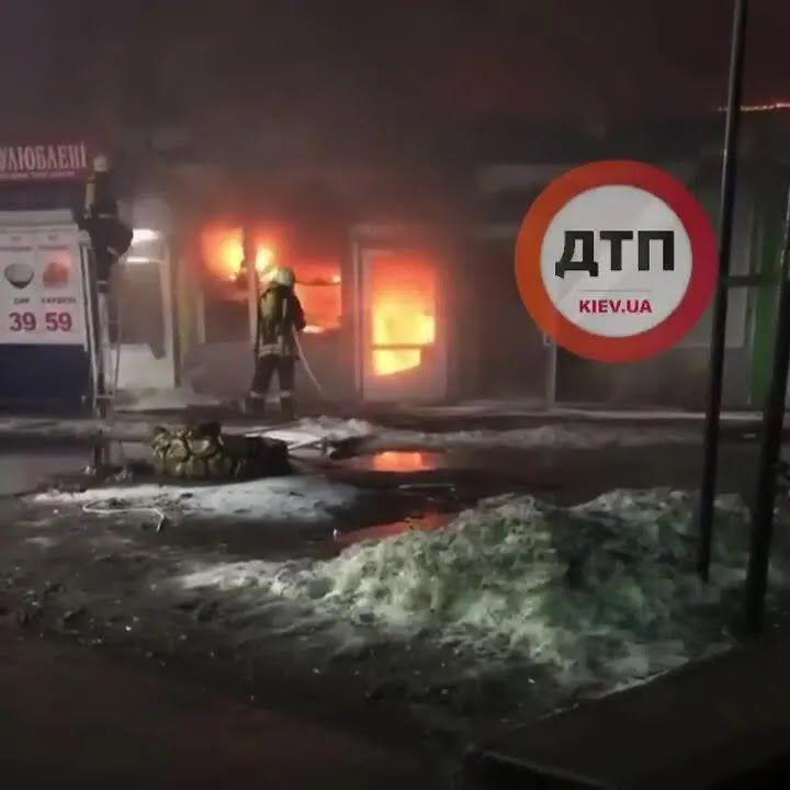 На рынке по ул. Малиновского разгорелся пожар