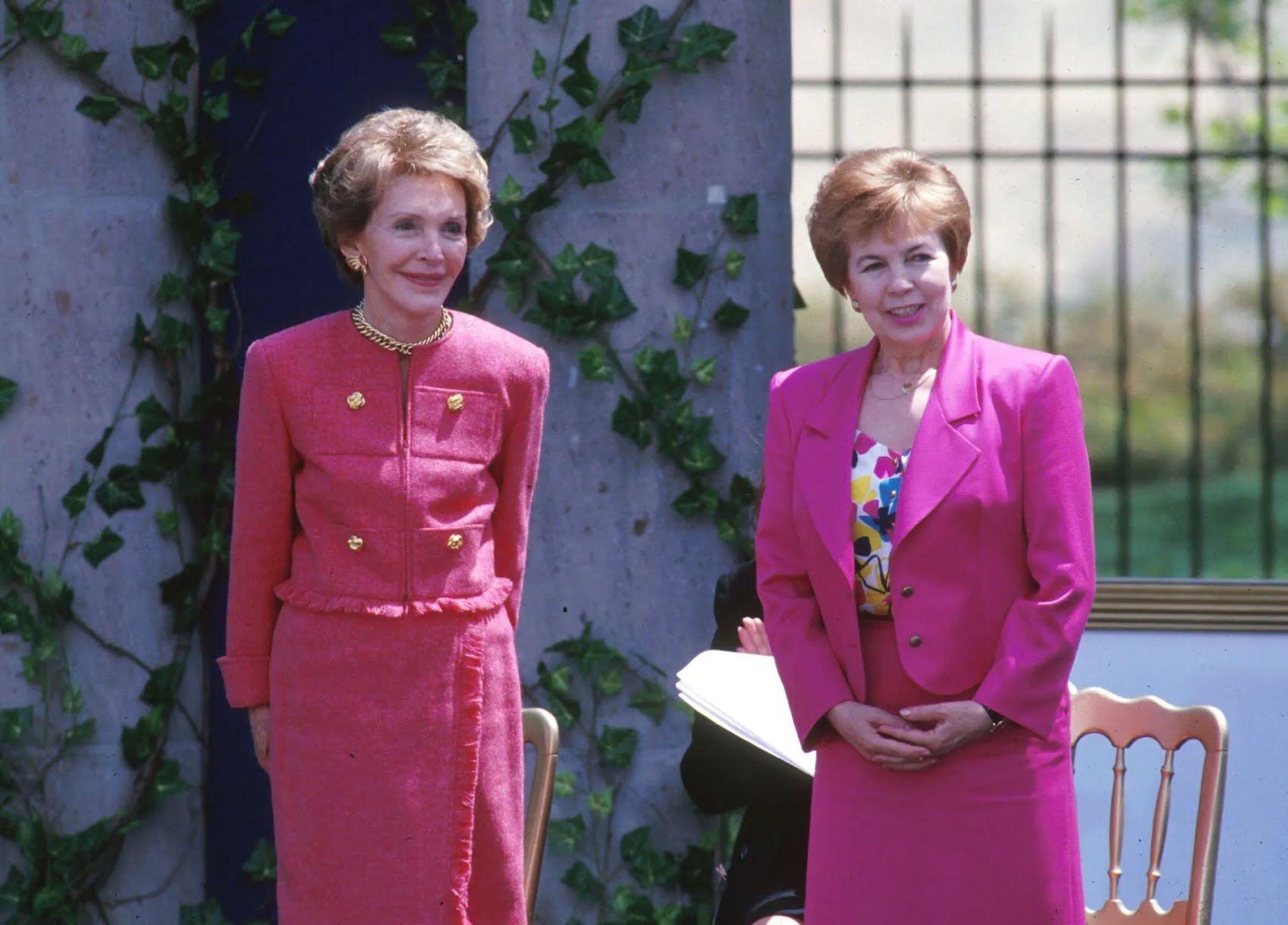 Ненсі Рейган і Раїса Горбачова під час виступу Рональда Рейгана в готелі Beverly Hilton в Лос-Анджелесі