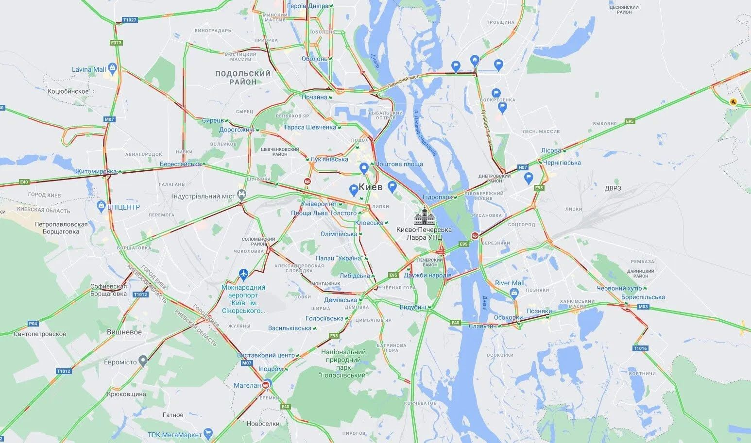 """В Киеве многочисленные пробки """"сковали"""" движение на дорогах."""