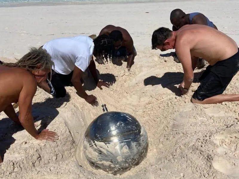 Часть ракеты нашли на пляже