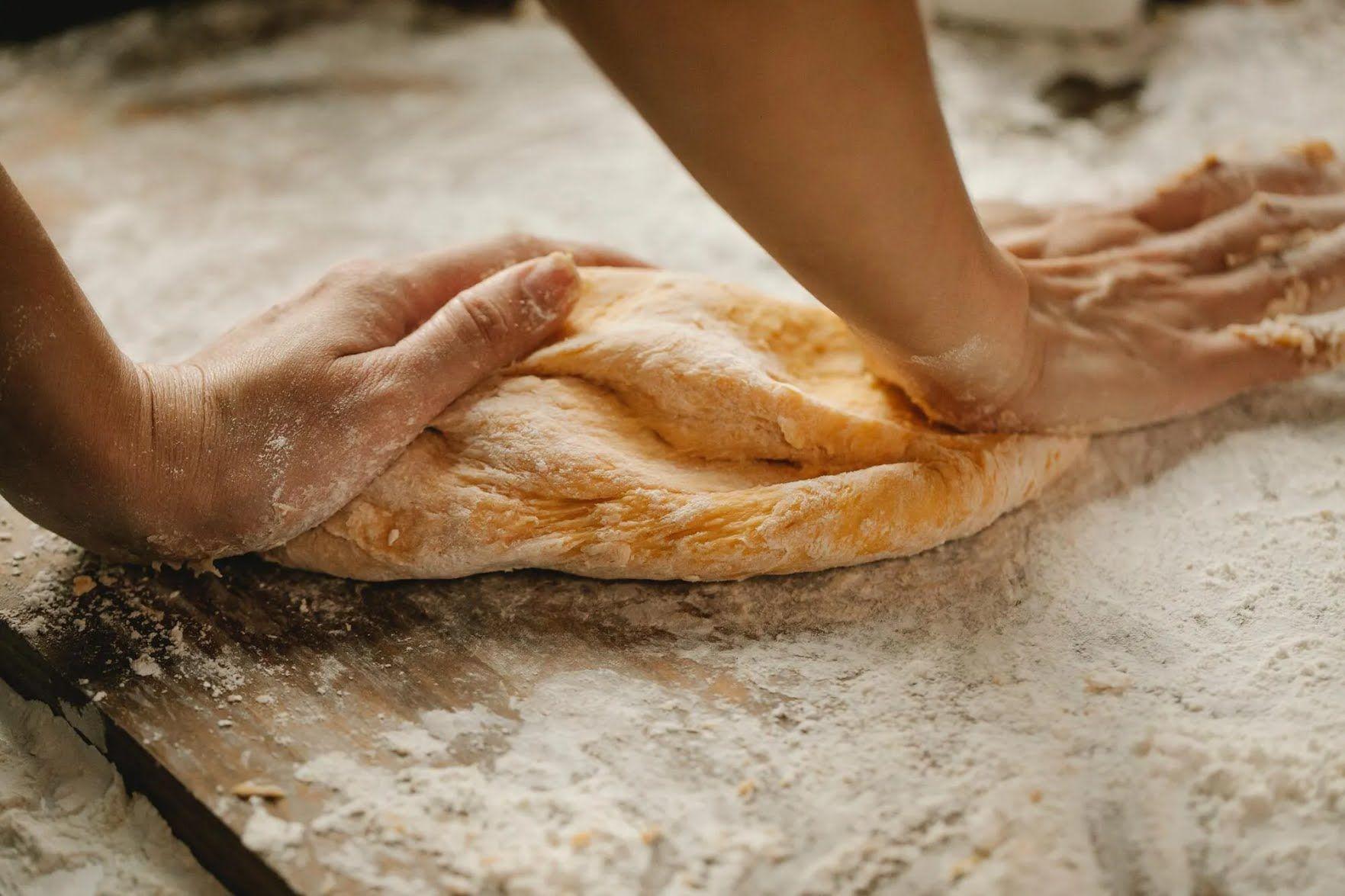 По традициям, этот день нужно провести на кухне за готовкой