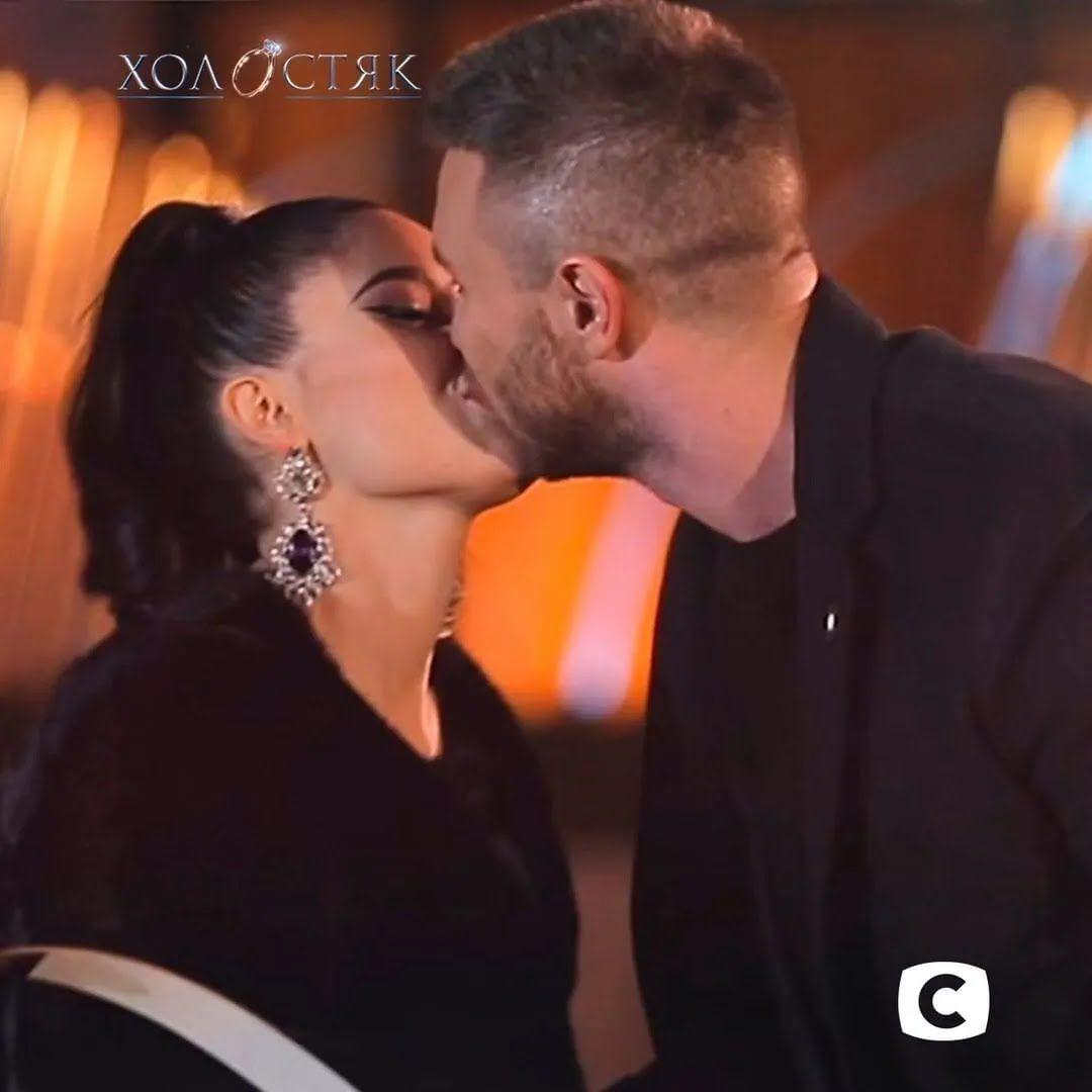 Перший поцілунок на шоу