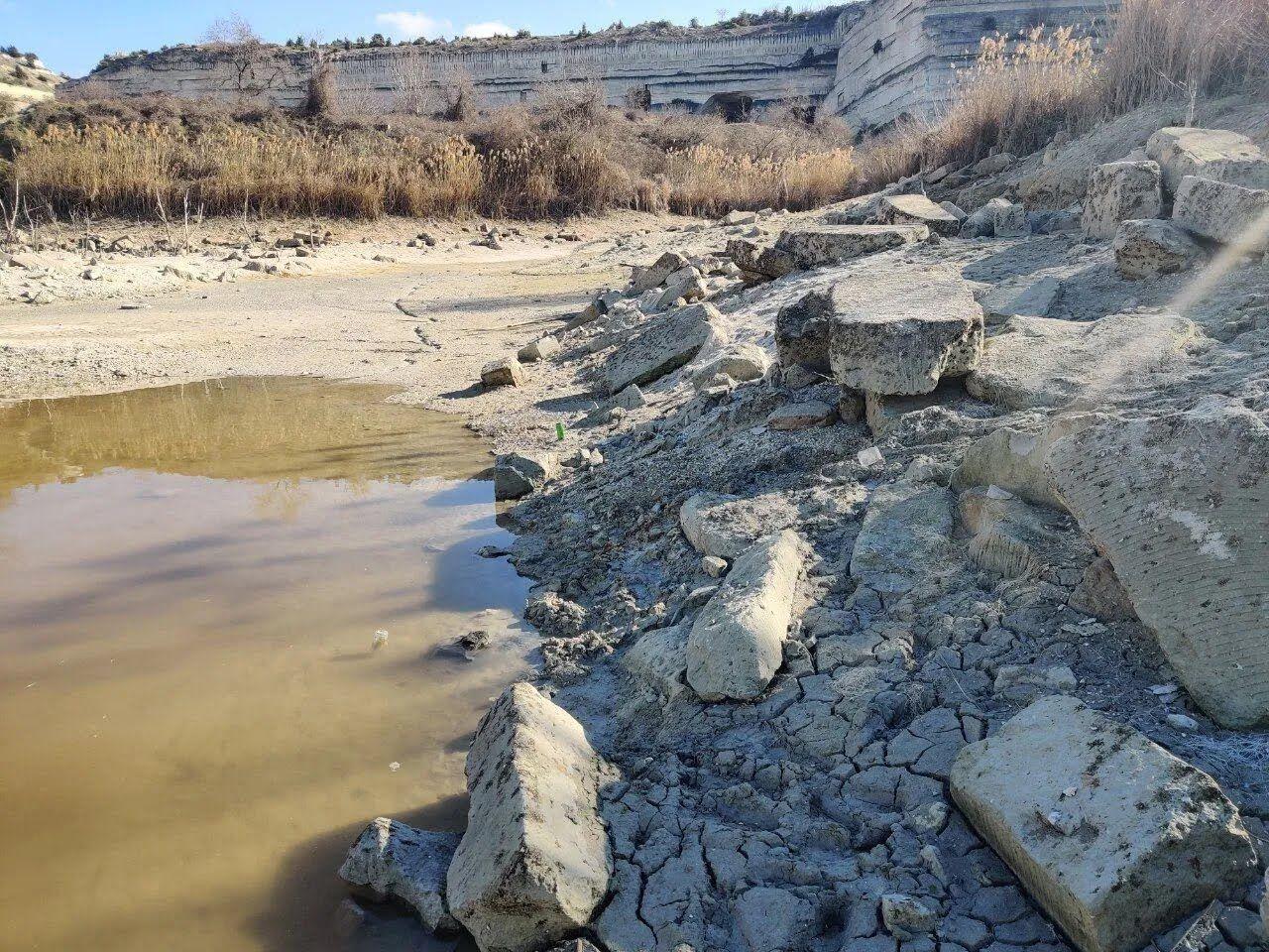 Состояние водоема после выкачки воды в Севастополь.