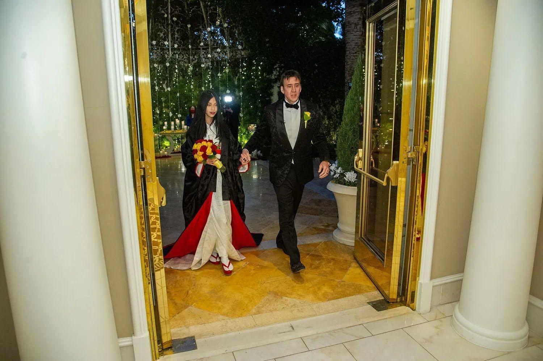 Ніколас Кейдж з коханою Ріко Шибата.