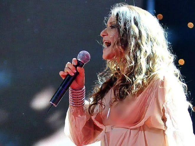 Наталя Могилевська показала груди на концерті.