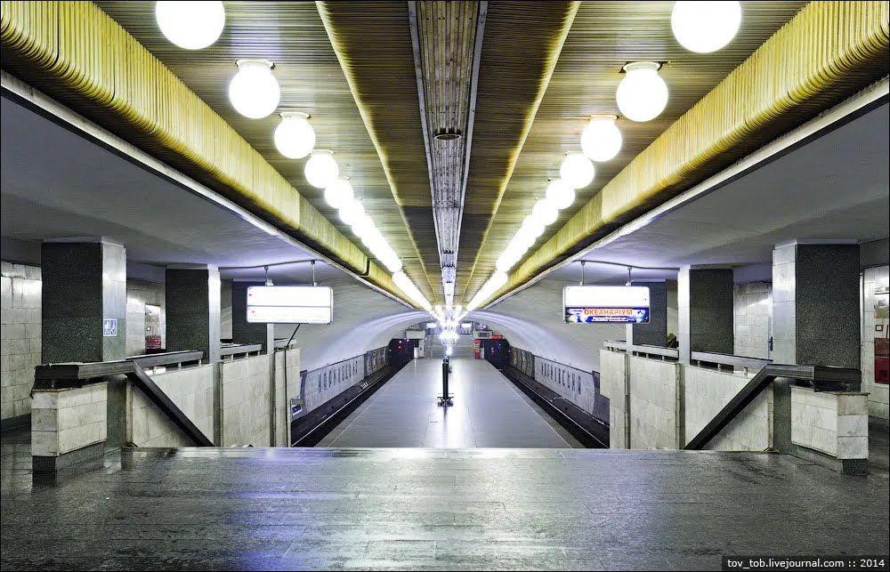 Вид на станцію з касового залу.