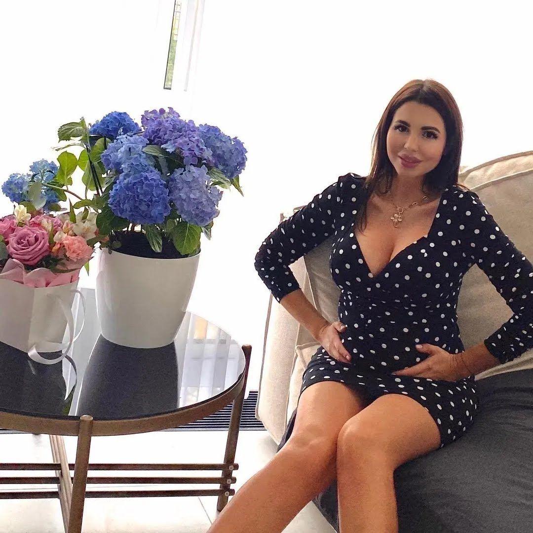 Алиса Чумак с цветами