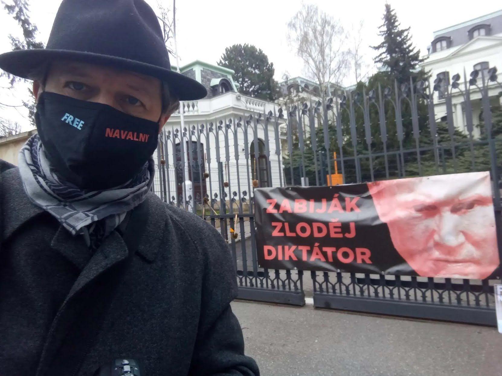 Акция протеста у посольства РФ в Праге.