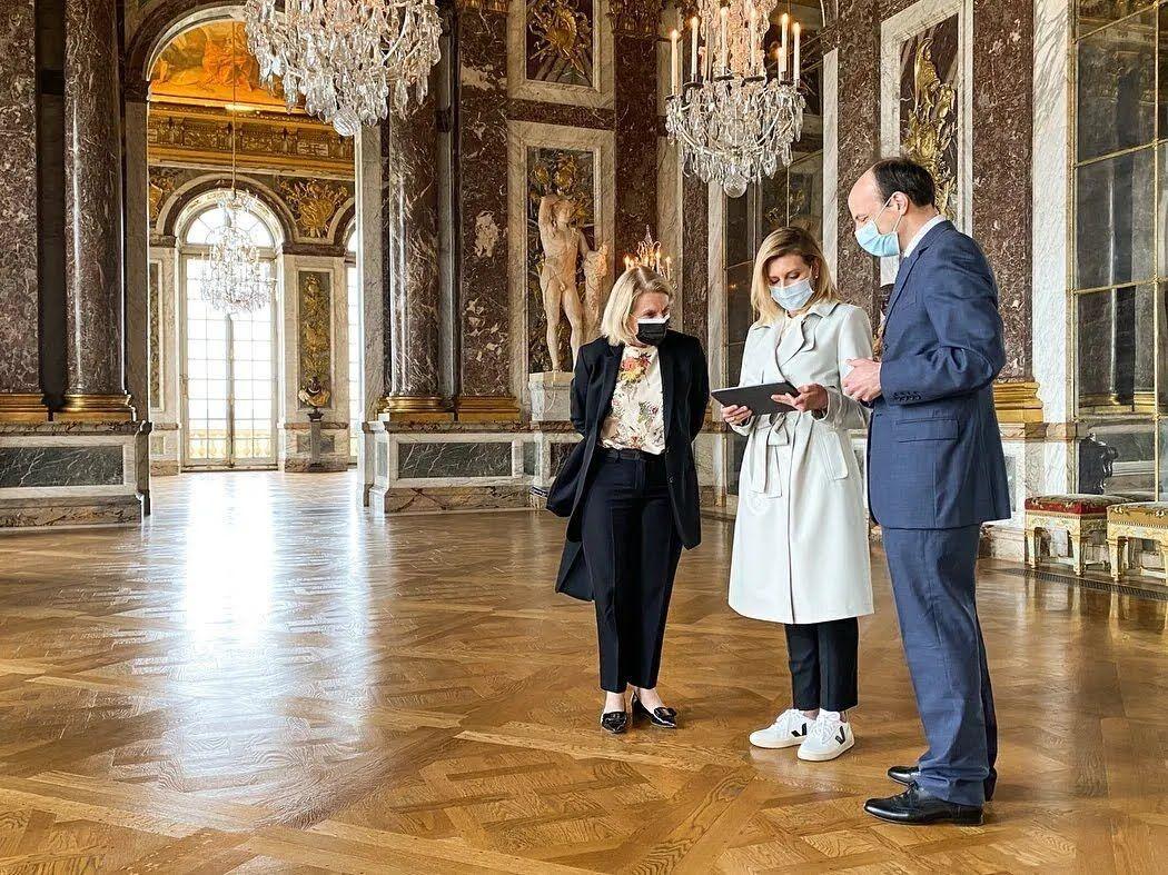 Елена Зеленская посетила Версаль в стильном образе