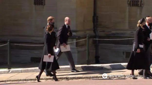 Принци Гаррі та Вільям разом покинули каплицю після похорону свого дідуся