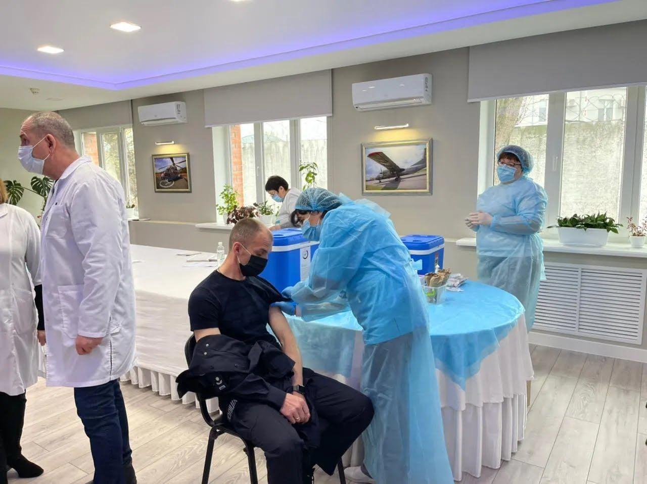 В Украине начали вакцинировать сотрудников МВД.