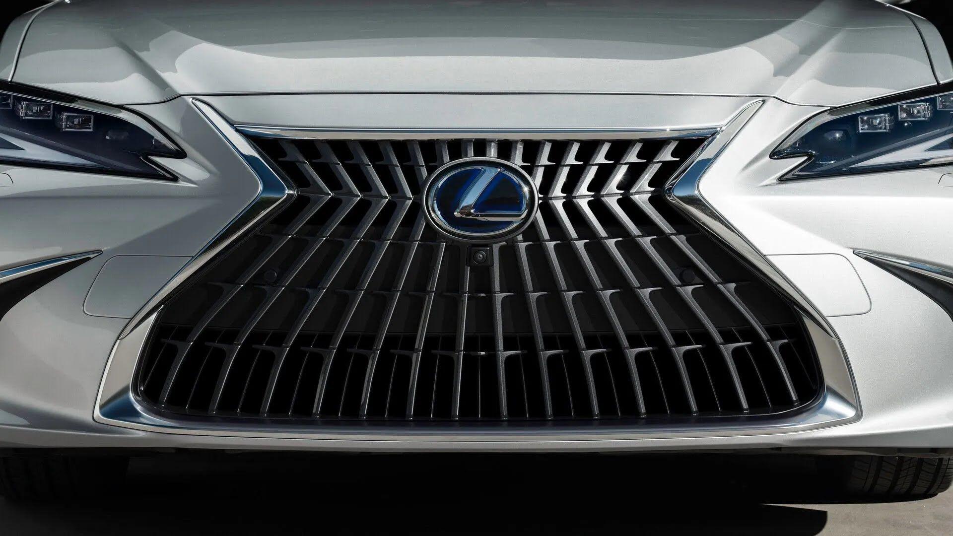Нова решітка радіатора Lexus ES
