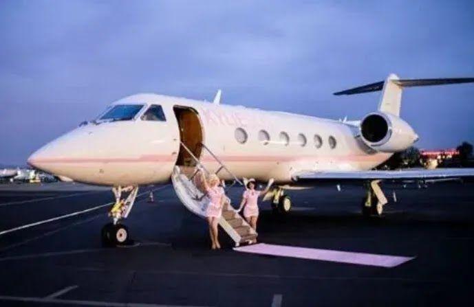 Как выглядит самолет Кайли Дженнер.
