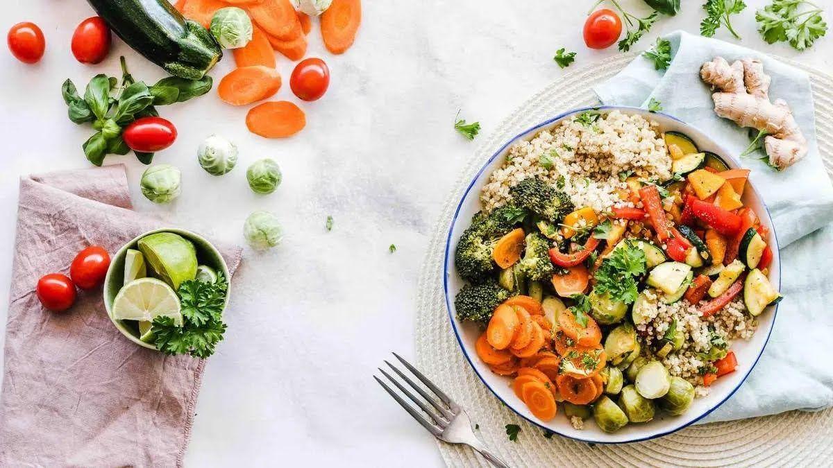 После поста необходимо питаться дробно, чтобы организм мог адаптироваться к новым веденным продуктам