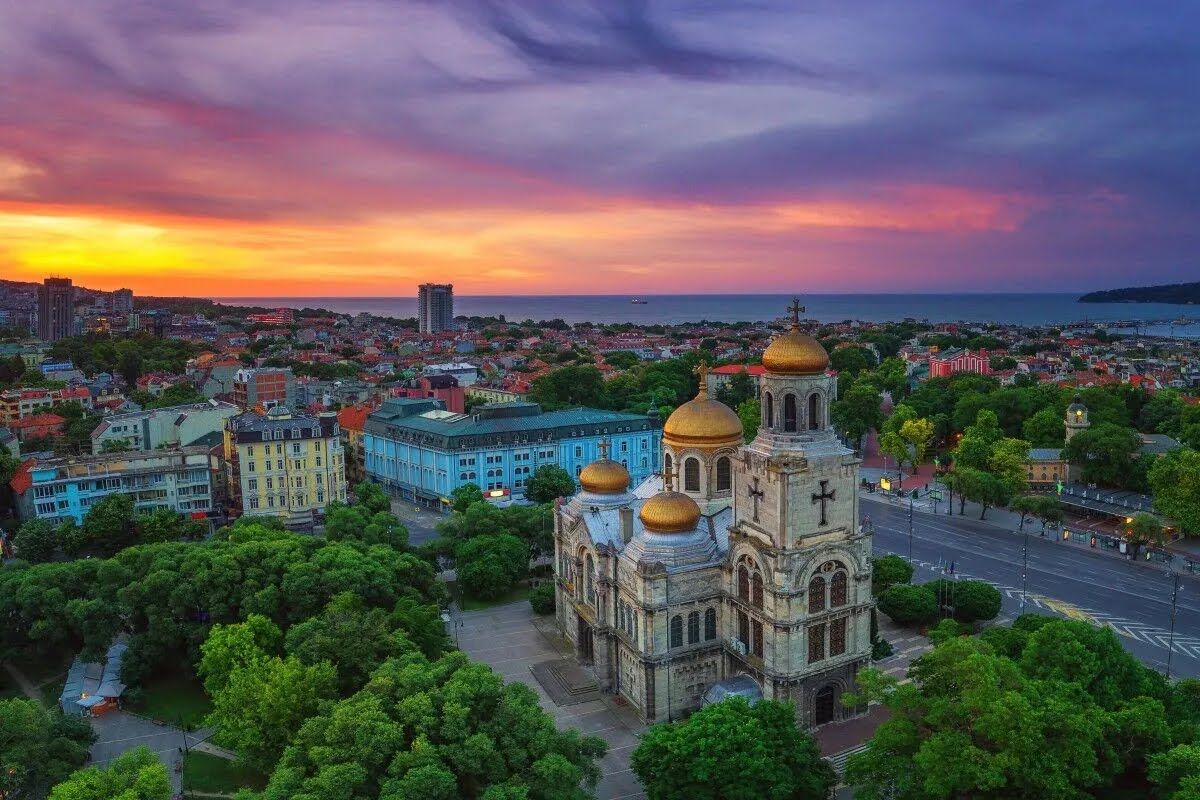 Варна – очень красивый портовый город и морской курорт Болгарии.