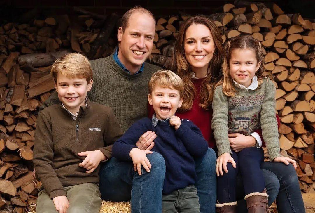 Принц Уильям и его супруга Кейт Миддлтон вместе с детьми