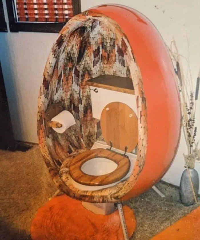 Унитаз в форме яйца.