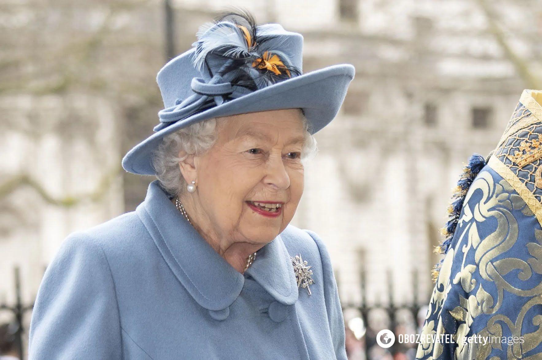 Обслуживающий персонал королевского дворца никогда не допустит того, чтобы кто-то отравил монарха