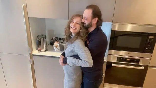 Елизавета Арзамасова объявила о своей первой беременности