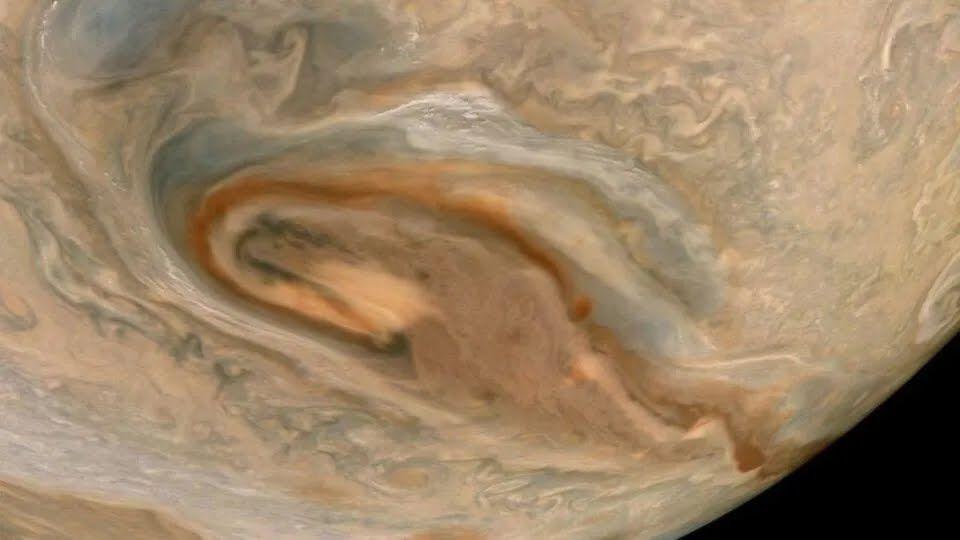 Juno зафиксировал закрученные бури Юпитера