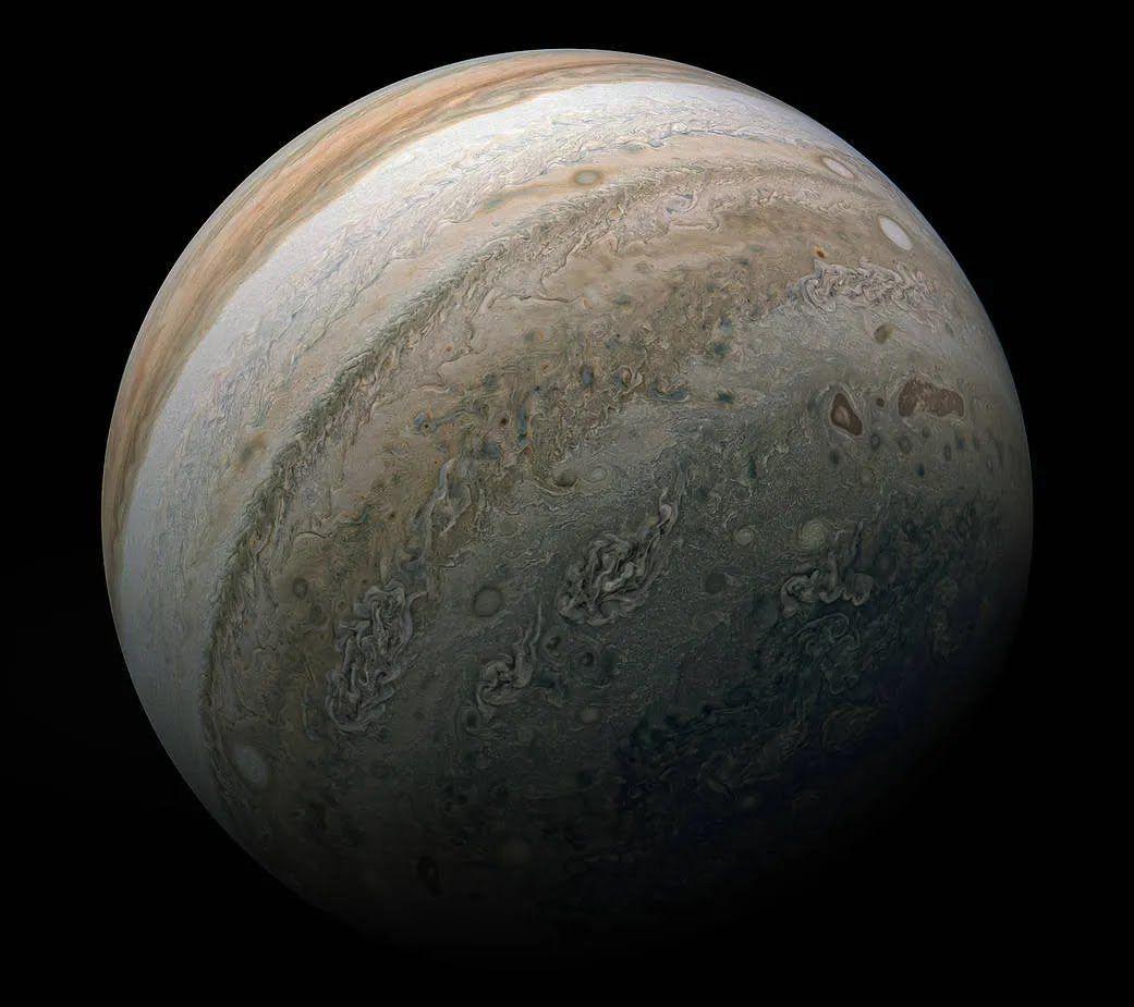 Juno сделал невероятные фотографии супер-бурь на Юпитере