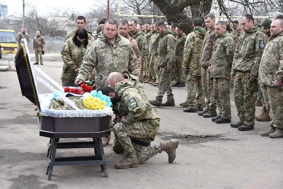 Воїни ЗСУ прощаються із загиблим під Шумами Сулимою