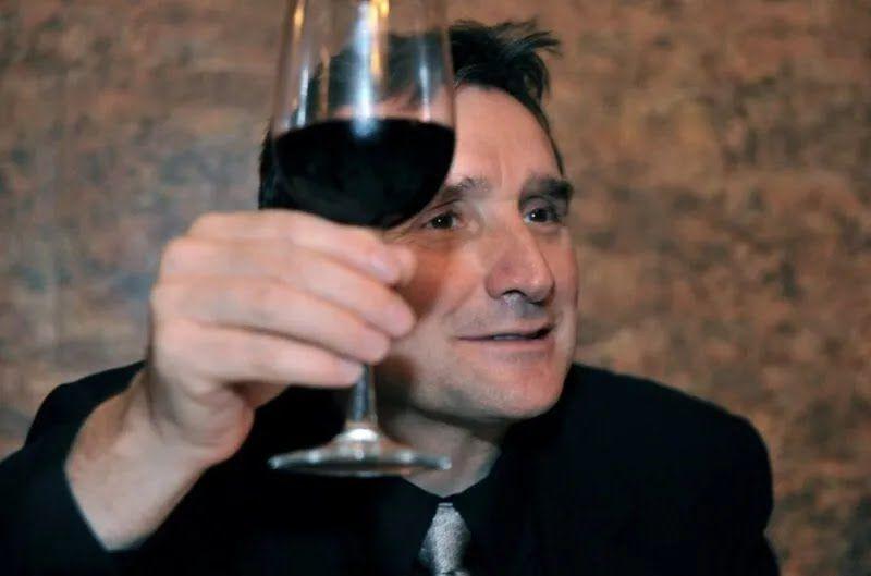 У Грузії завжди допивають вино до дна.