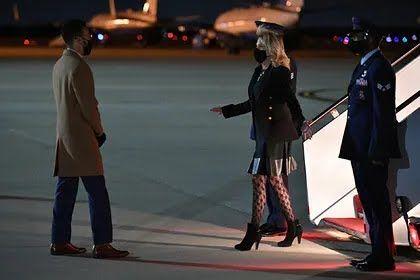 Джилл Байден одягла екстравагантні панчохи в сіточку.