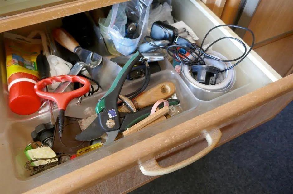 На полицях завжди буде безлад, якщо ось так зберігати речі.