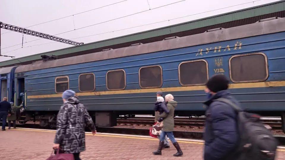 Один из грязных вагонов поезда УЗ