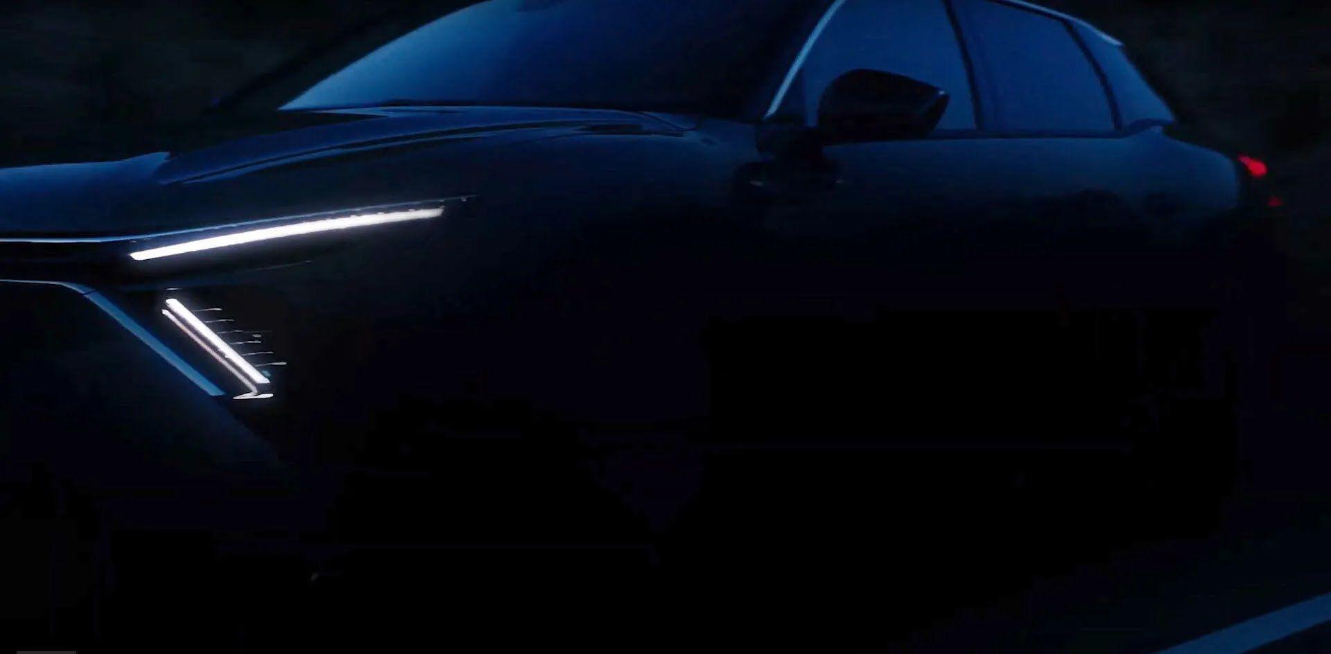 Зокрема від С4 новинка успадкує оформлення передньої частини кузова зі світлодіодним V-подібної головний світлодіодним оптикою