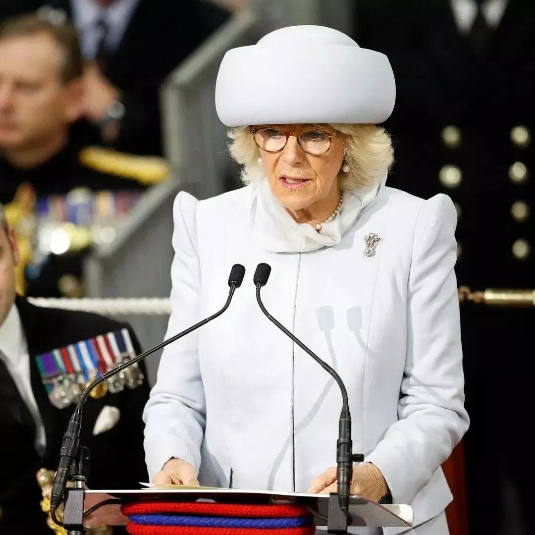 Герцогиня Корнуольська часто з'являється в екстравагантних капелюхах.