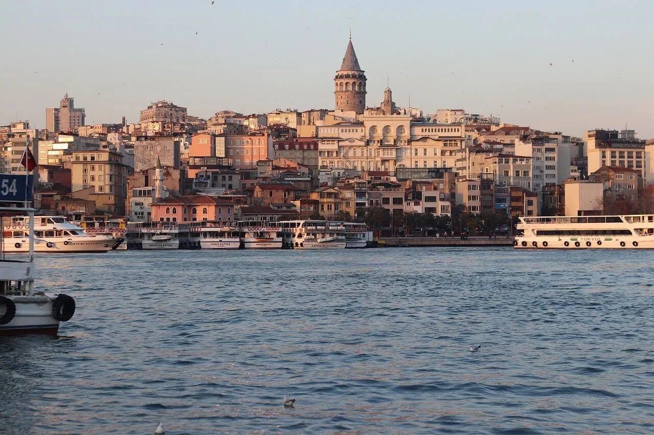 У Туреччині не можна демонструвати підошви.