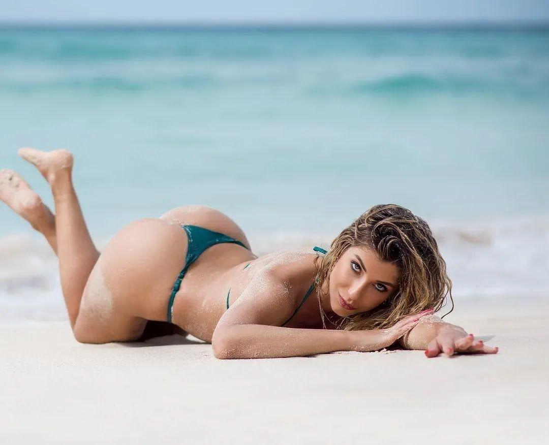 Шона Риверс на пляже