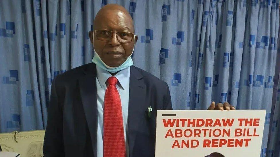 Кенийский врач Стивен Каранджа умер