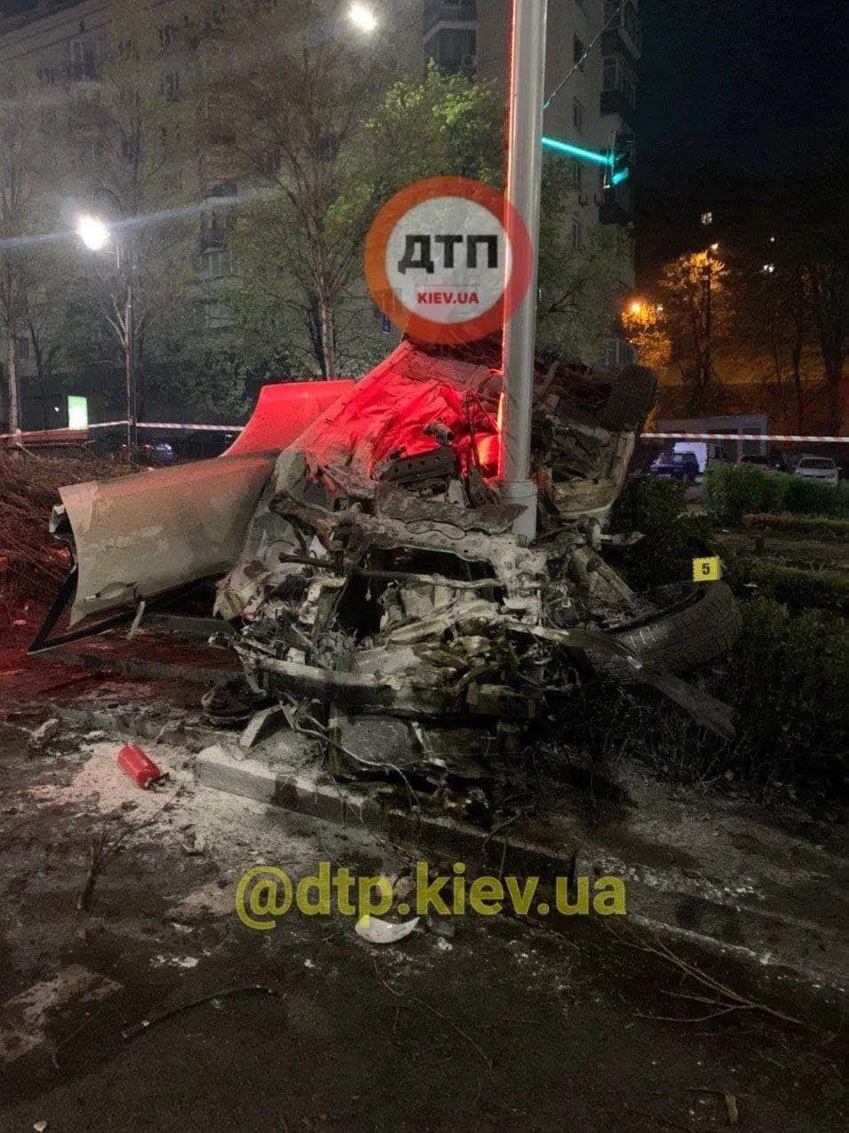 Авария произошла ночью.