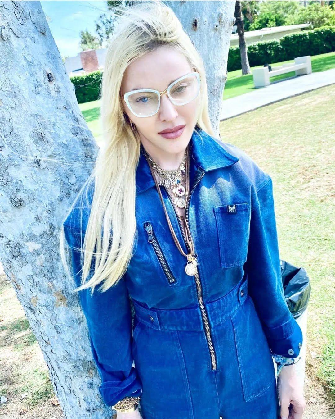 Мадонна в стильном образе