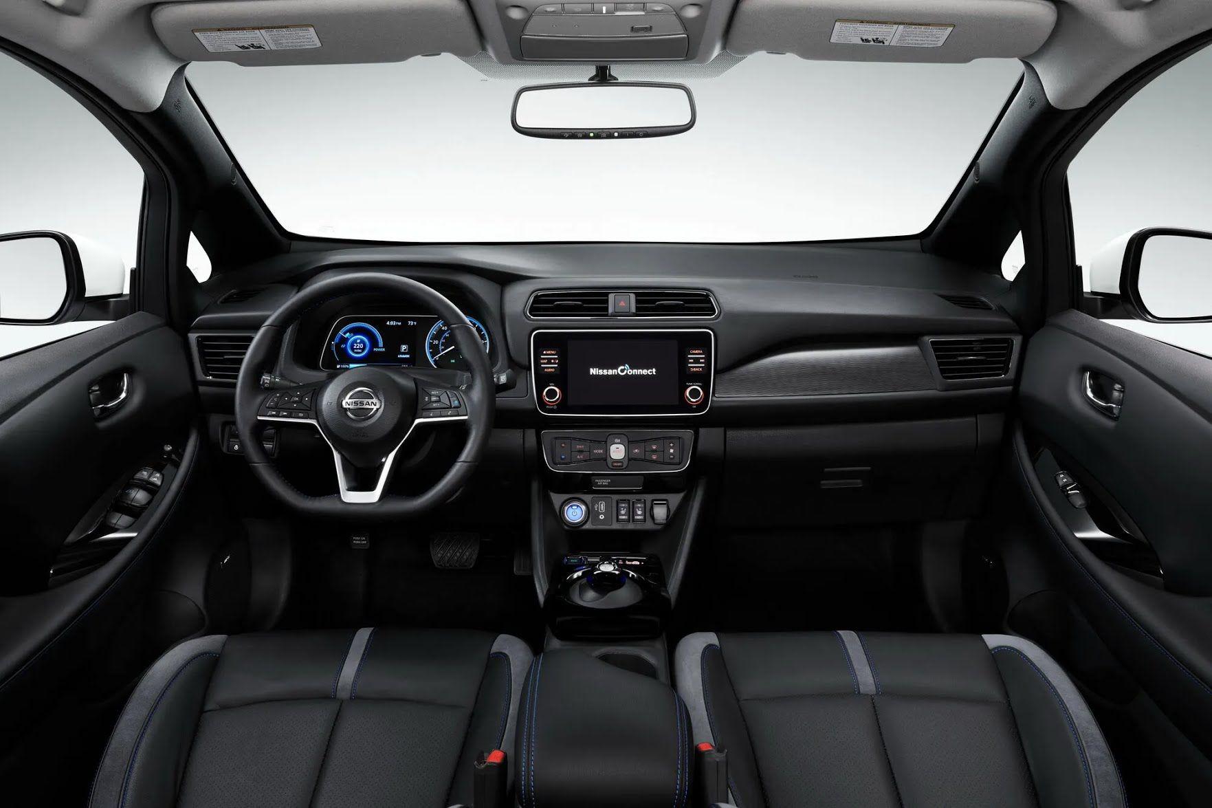 Мультимедийная система NissanConnect с 8-дюймовым сенсорным экраном поддерживает Apple Car Play и Android Auto