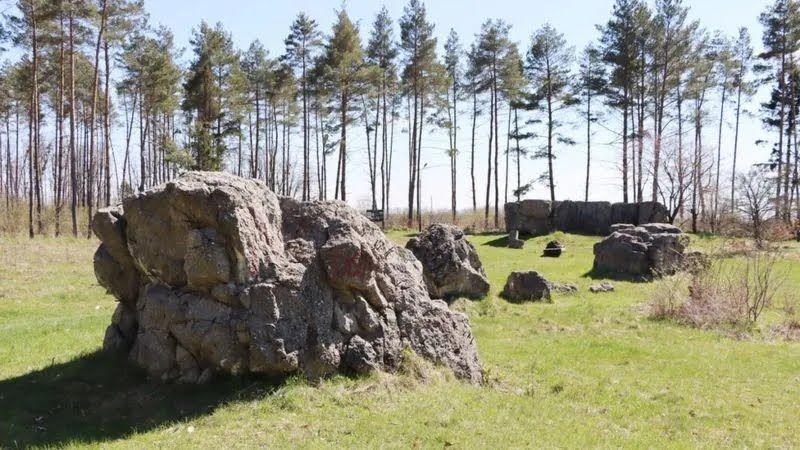"""Остатки бомбоубежищ в """"Вервольфе"""" после подрыва немцами"""