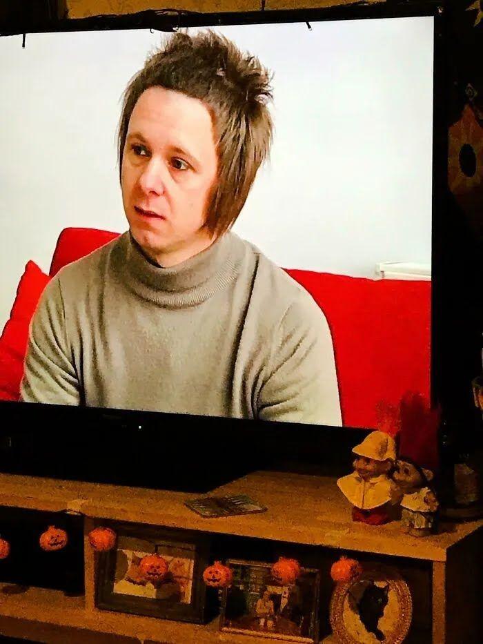 Телеведущий обновил прическу.