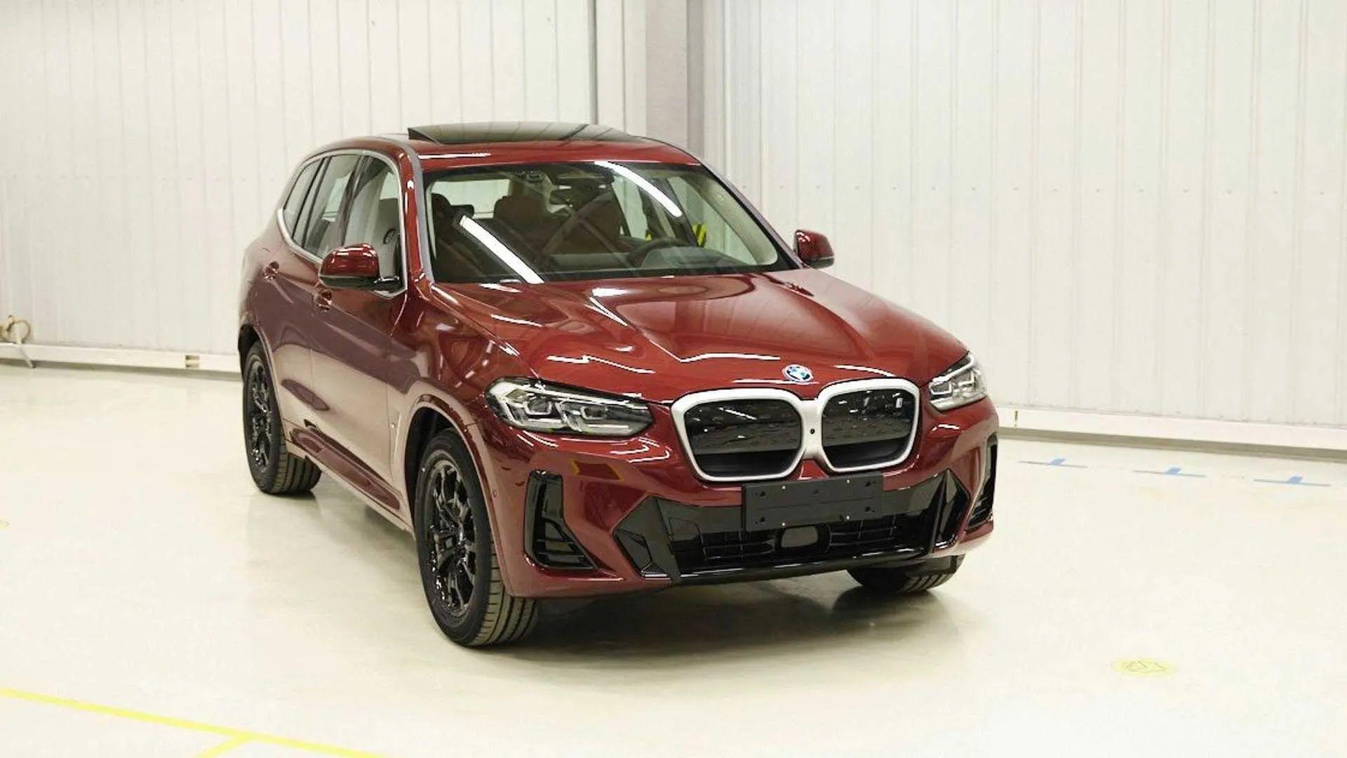 BMW iX3 с новым дизайном